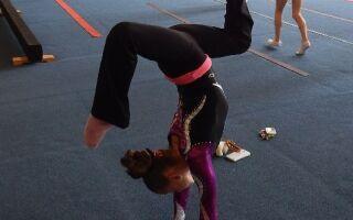 Гімнастична олімпіада на шкільному уроці фізкультури
