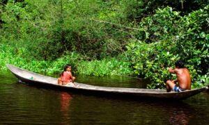 Просочення каное американськими індіанцями біля озера Піч Лейк