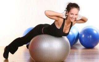 10 вправ на гімнастичному м'ячі для схуднення
