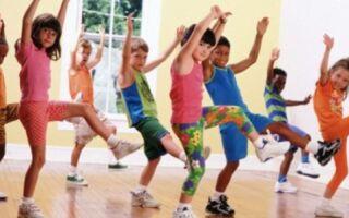 Заняття ранковою гімнастикою у середній групі садочка